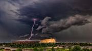 Widowiskowa burza nad Stadionem Narodowym. Zdjęcie zrobiło furorę