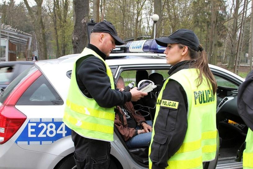 Widzisz pijanego? Wezwij policję i spróbuj uniemożliwić mu jazdę /Piotr Jędzura /Reporter