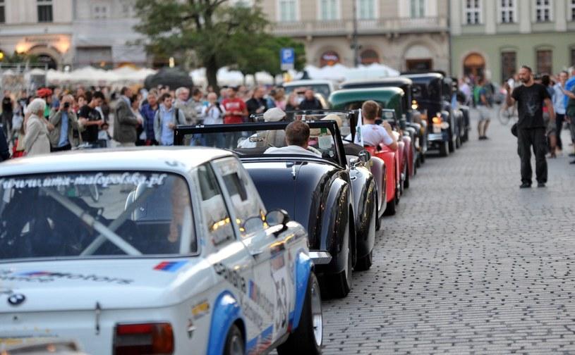 Widzowie jeszcze nie wiedzą, ale te auta ich trują, jak Niemcy w obozach koncentracyjnych /Marek Lasyk  /Reporter