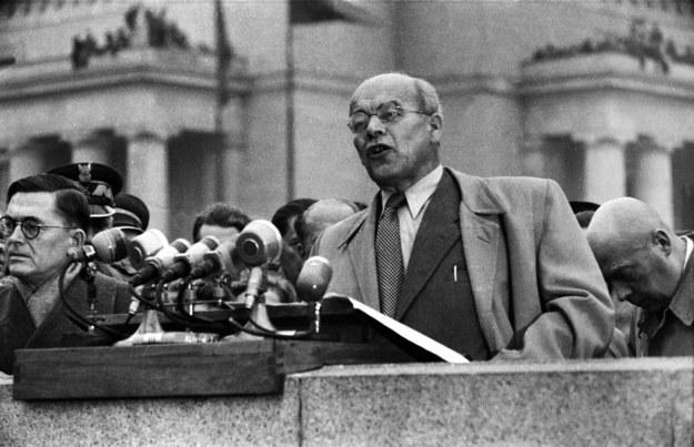 Wiec i przemówienie Władysława Gomułki na Placu Defilad, Warszawa (24.10.1956) /Władysław Sławny /Agencja FORUM