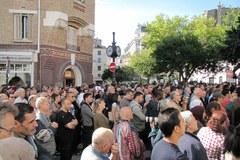 Wiec muzułmanów pod Wielkim Meczetem Paryża