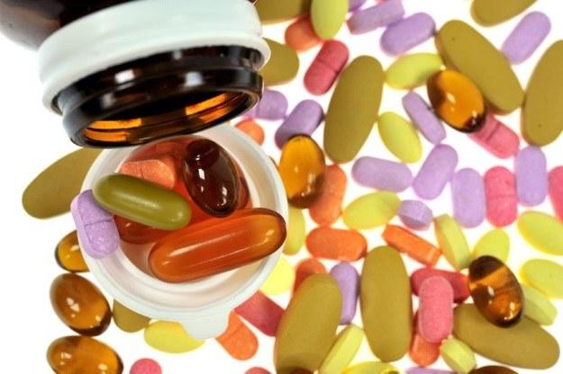 Więcej antybiotyków niż jeden nie zawsze szybciej wyleczy chorobę /123RF/PICSEL