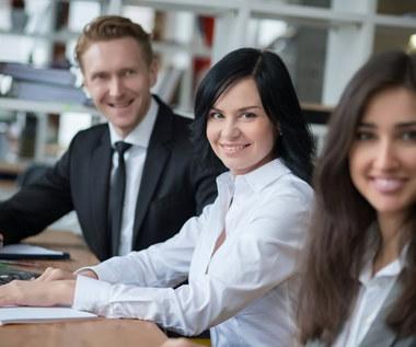 Więcej ofert pracy dla osób z najkrótszym stażem zawodowym