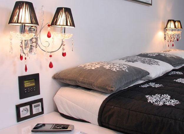 Wieczorem dom przygotowuje twoją sypialnię - wietrzy pokój, wycisza muzykę, przygasza światła. /materiały prasowe