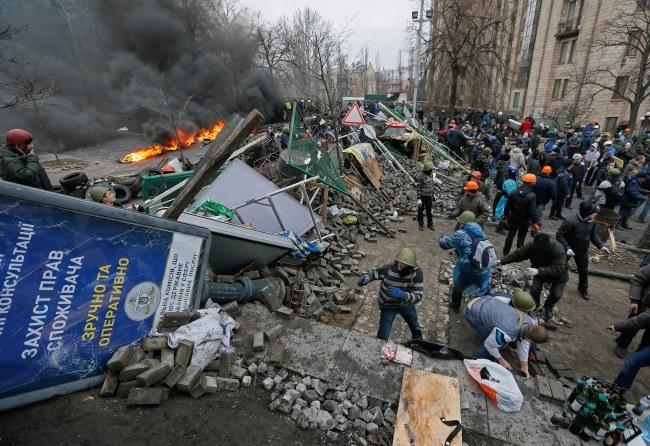 Wieczorem parlament przyjął ustawę nakazującą wstrzymanie ognia /SERGEY DOLZHENKO /PAP/EPA
