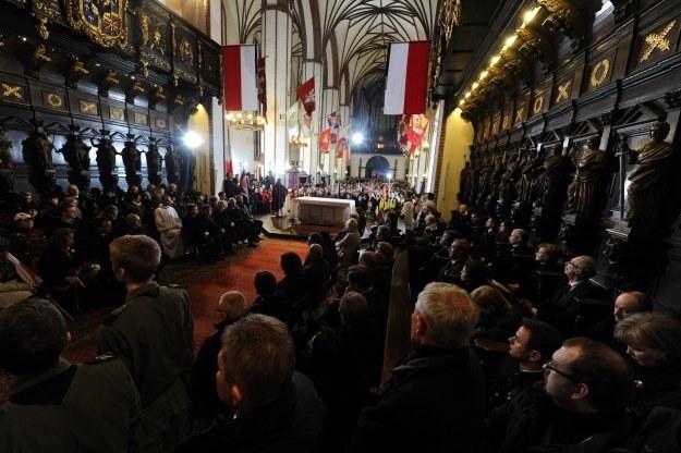 Wieczorna msza św. w intencji ofiar katastrofy smoleńskiej, fot. Grzegorz Jakubowski /PAP