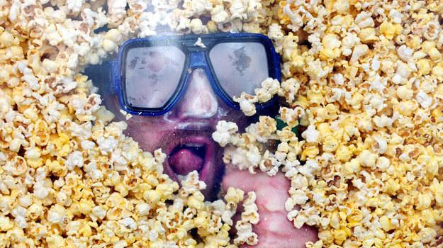 Wieczorny seans z popcornem /STEPHEN CHERNIN    /Getty Images