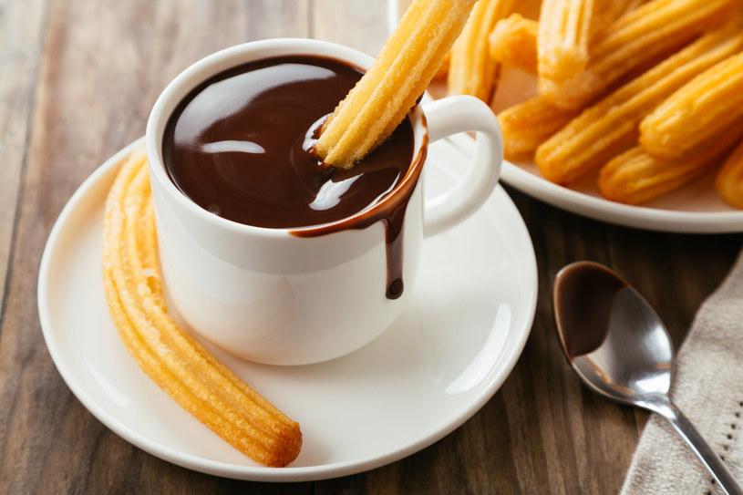 Wieczorową porą unikaj słodyczy /123RF/PICSEL