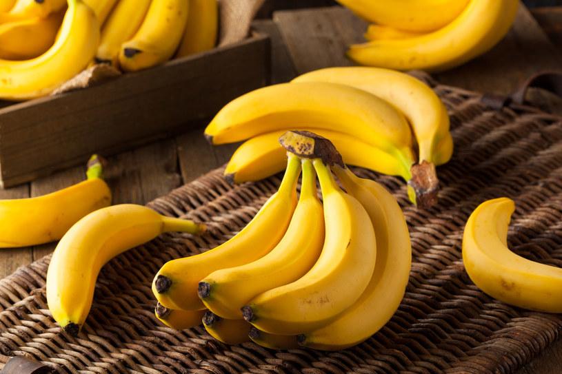Wiedziałeś, że do pielęgnacji zębów możesz użyć skórki z banana? /123RF/PICSEL