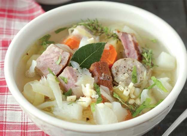 Wiejska zupa z boczkiem /Wydawnictwo Muza