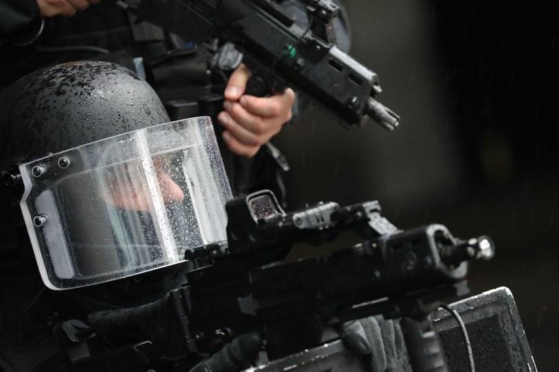"""""""Większość państw europejskich wprowadziła już - albo też pracuje nad takowymi - rozwiązania, które mają pozwolić na reagowanie na zagrożenia ze strony powracających zagranicznych bojowników"""", zdjęcie ilustracyjne /AFP"""