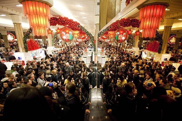 Większość sieci handlowych zadeklarowała, że w Wigilię ich sklepy będą otwarte do godz. 14.00 /AFP