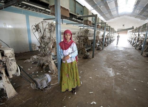 Większość zatrudnionych w przemyśle odzieżowym, to kobiety /East News /East News