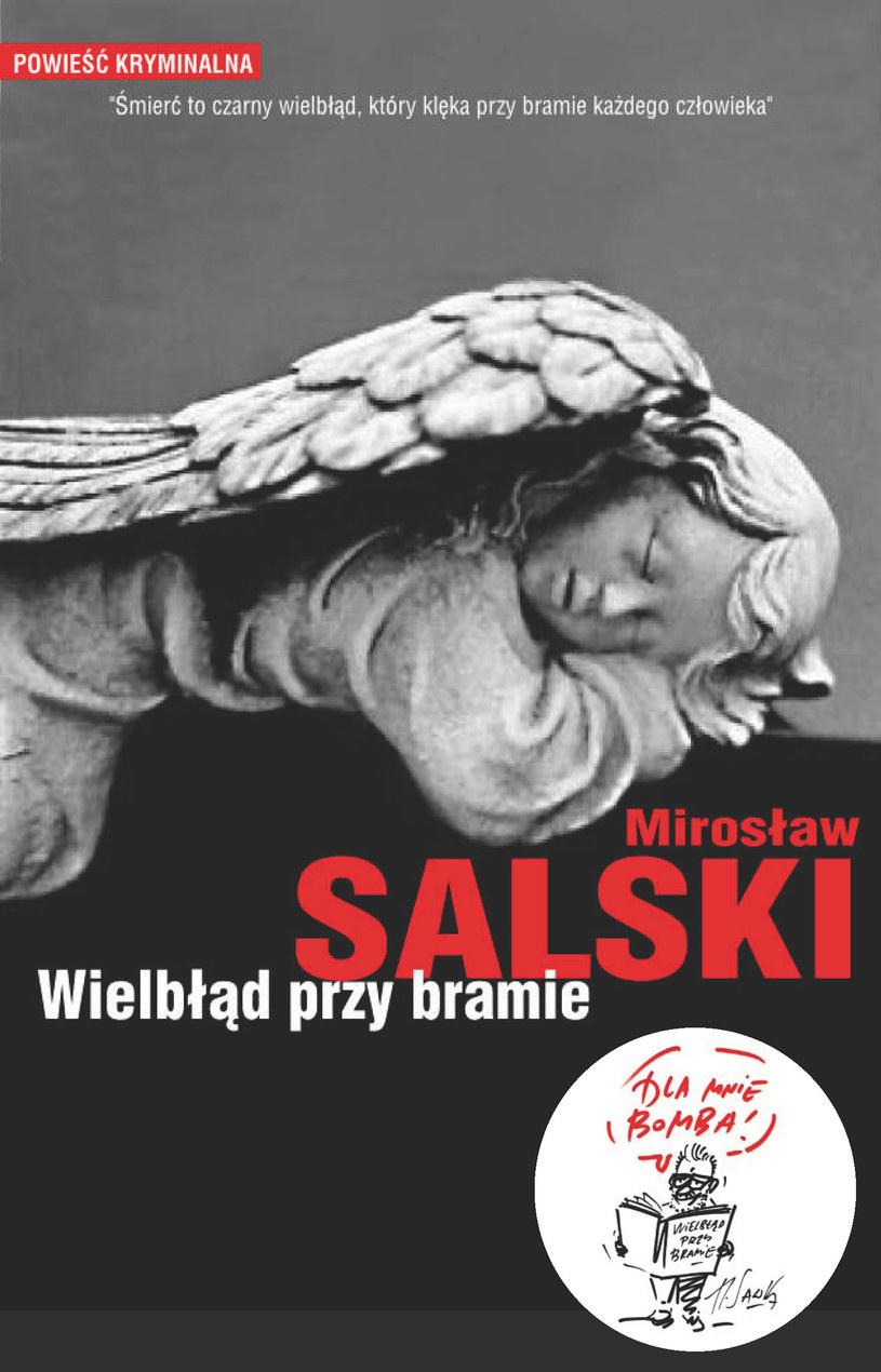 Wielbłąd przy bramie /Styl.pl/materiały prasowe