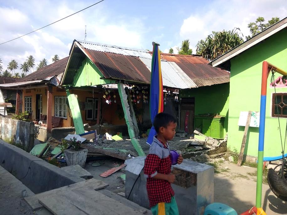 Wiele domów zostało uszkodzonych /BNPB HANDOUT /PAP/EPA