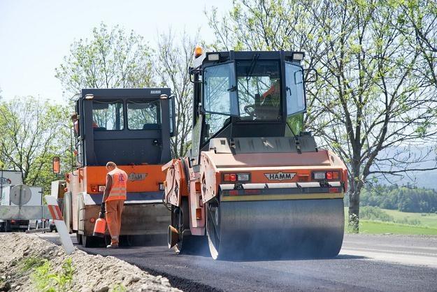 Wiele dróg wciąż wymaga remontu / Fot: Przemysław Ziemacki /RMF