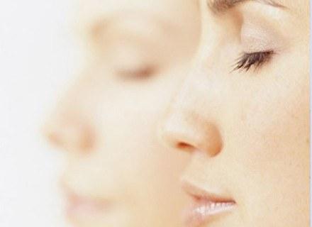 Wiele kobiet cierpi z powodu kształtu nosa /INTERIA.PL