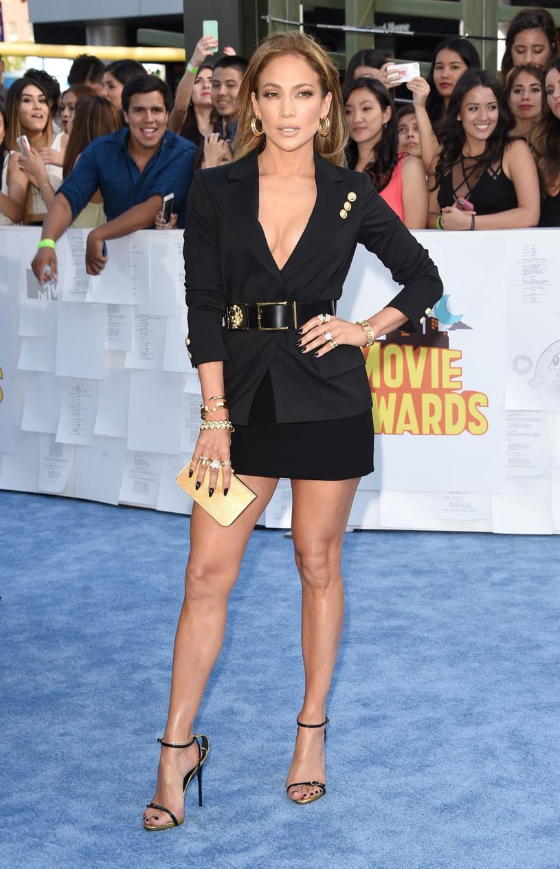 Wiele kobiet zazdrości zgrabnych nóg Jennifer Lopez /Getty Images