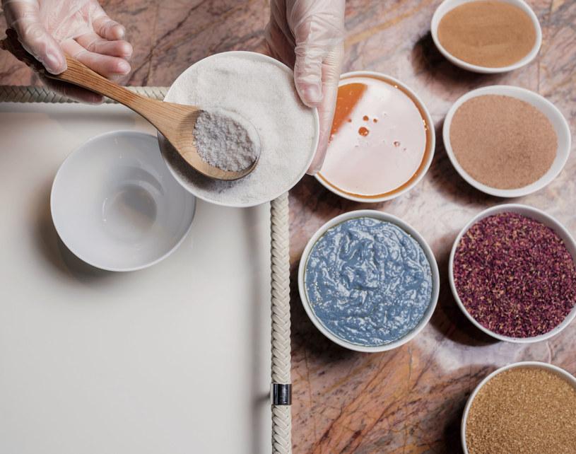 Wiele kosmetyków możesz zrobić sama w domu /123RF/PICSEL