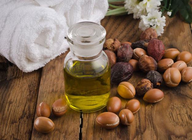 Wiele kosmetyków zawiera olejek arganowy /123RF/PICSEL