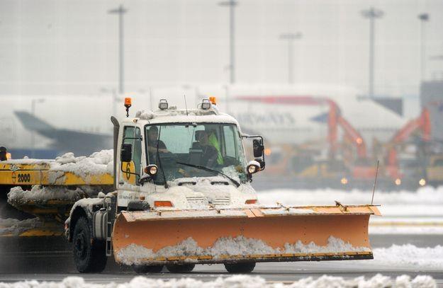 Wiele lotów z Heathrow zostało odwołanych /AFP