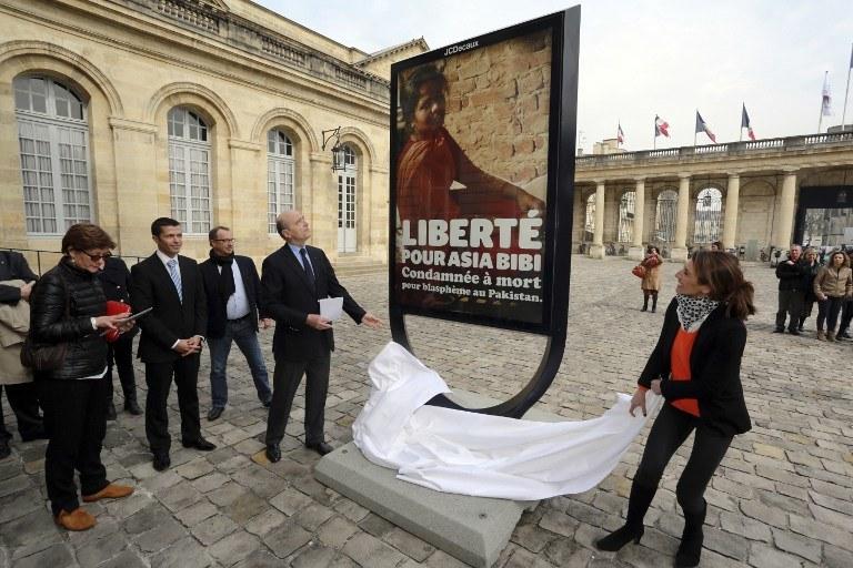 Wiele organizacji na całym świecie interesuje się sprawą Asi Bibi; na zdj. francuscy działacze, fot. z marca 2015 /NICOLAS TUCAT / AFP /AFP