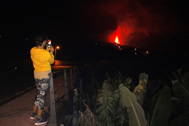 Wiele osób chce na własne oczy zobaczyć erupcję wulkanu /MIGUEL CALERO /PAP/EPA