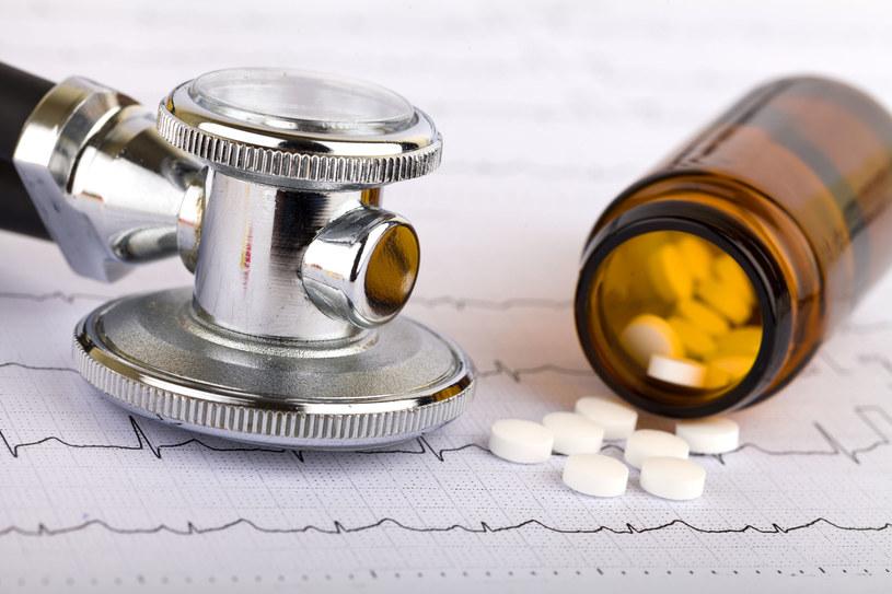 Wiele osób, gdy tylko ciśnienie się unormuje, odstawia leki. To niebezpieczny błąd! /123RF/PICSEL