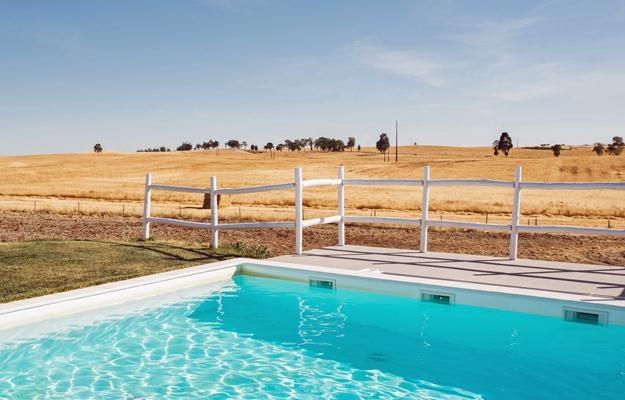 Wiele osób jest zainteresowanych budową basenu /©123RF/PICSEL