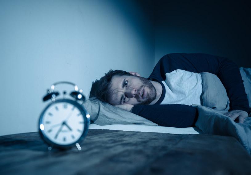 Wiele osób skarży się na problemy z zaśnięciem podczas pełni /123RF/PICSEL