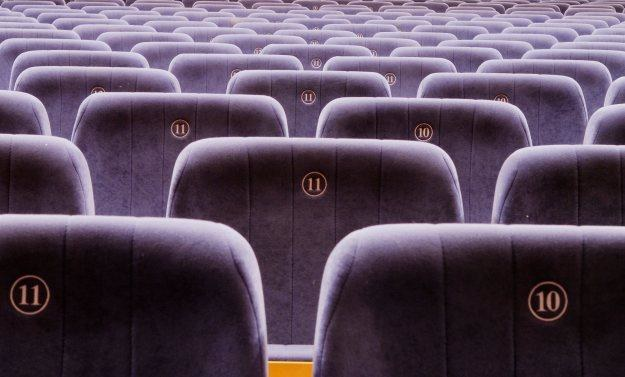 Wiele osób wciąż woli oglądać kinowe hity na ekranie komputera /stock.xchng