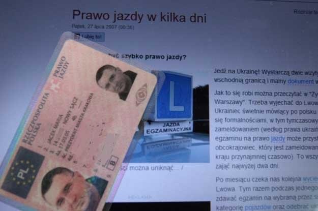 Wiele osób zgłasza się po potwierdzenie prawa jazdy wydanego na Ukrainie /