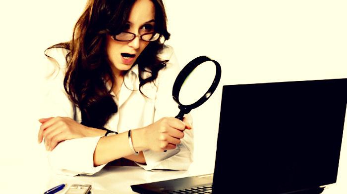 Wiele pań przyznaje się do tego, że sprawdza komórki i laptopy swoich partnerów /123RF/PICSEL