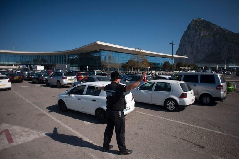 Wiele państw przywraca tymczasowe kontrole na granicach. To przesłanka do likwidacji strefy Schengen? /AFP