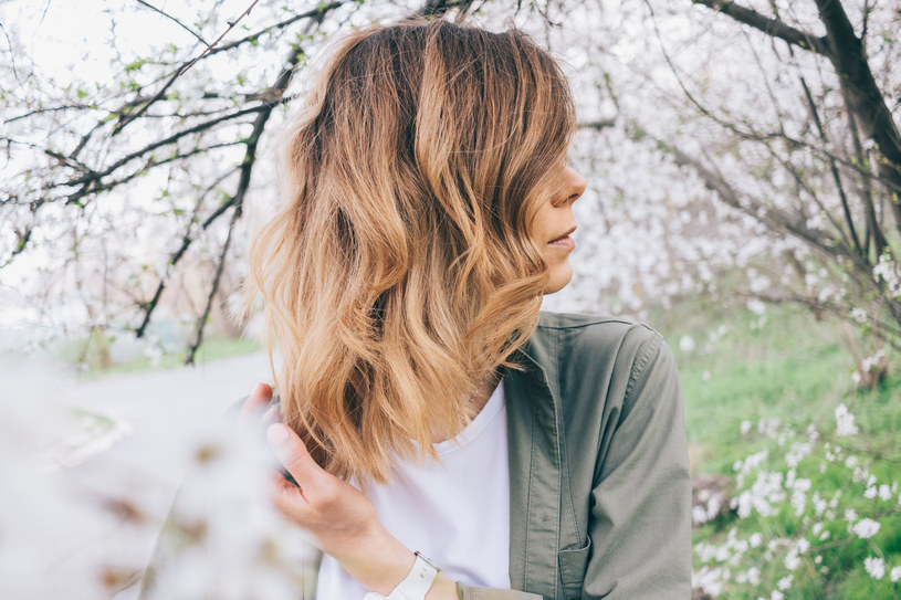 Wiele Polek ma cienkie i suche włosy. Winne są geny /123RF/PICSEL