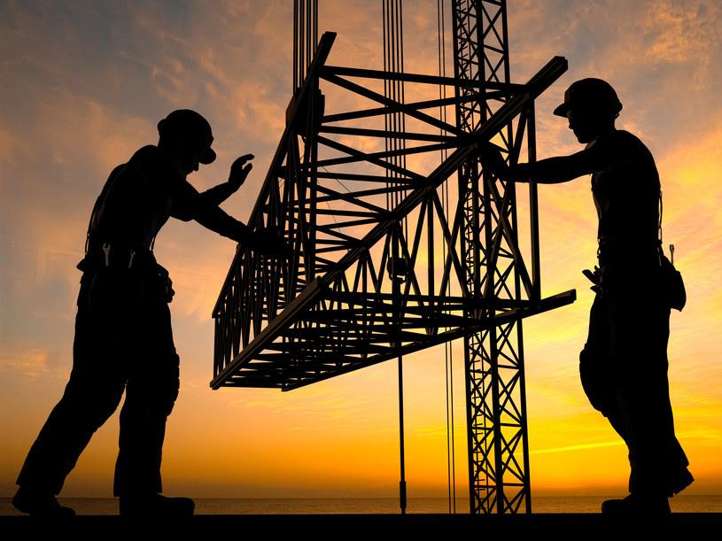 Wiele przypadków nielegalnego zatrudnienia wykryto w budownictwie /123RF/PICSEL