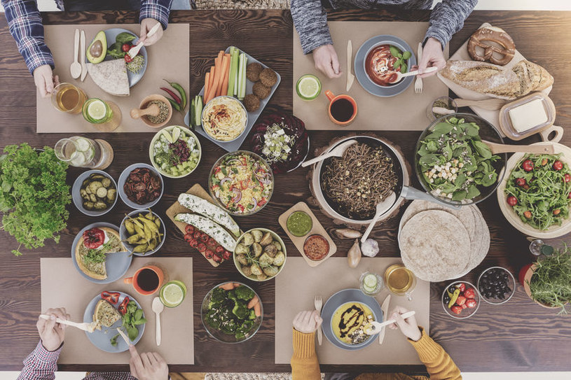Wiele słyszy się o zbilansowanej diecie, ale mało kto wie, czym dokładnie jest /123RF/PICSEL