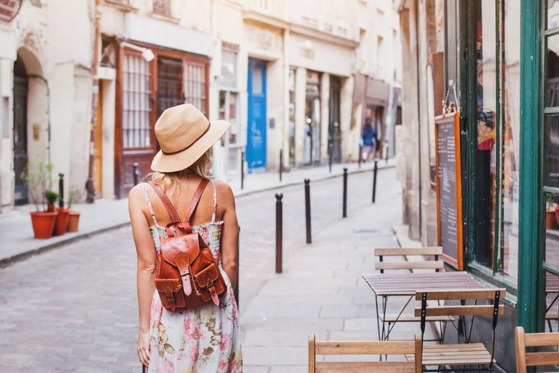 Wiele turystycznych miast poza sezonem pustoszeje – może wtedy warto je odwiedzić? /123RF/PICSEL