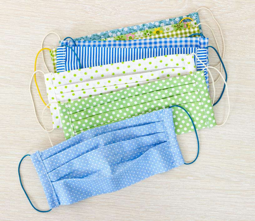 Wiele zależy od tkaniny, z jakiej uszyta jest maseczka /123RF/PICSEL