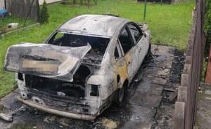 Wieliczka. Spaliła samochód konkubenta. Potem chciała zabić go kuchennym nożem