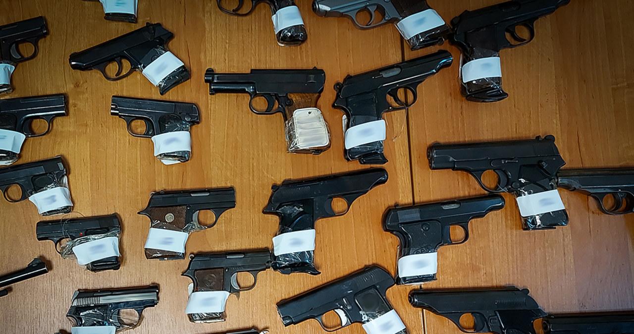 Wielka akcja CBŚP w całym kraju. Rozbito gang handlujący bronią