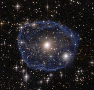 """Wielka błękitna """"bańka"""" okiem Kosmicznego Teleskopu Hubble'a"""