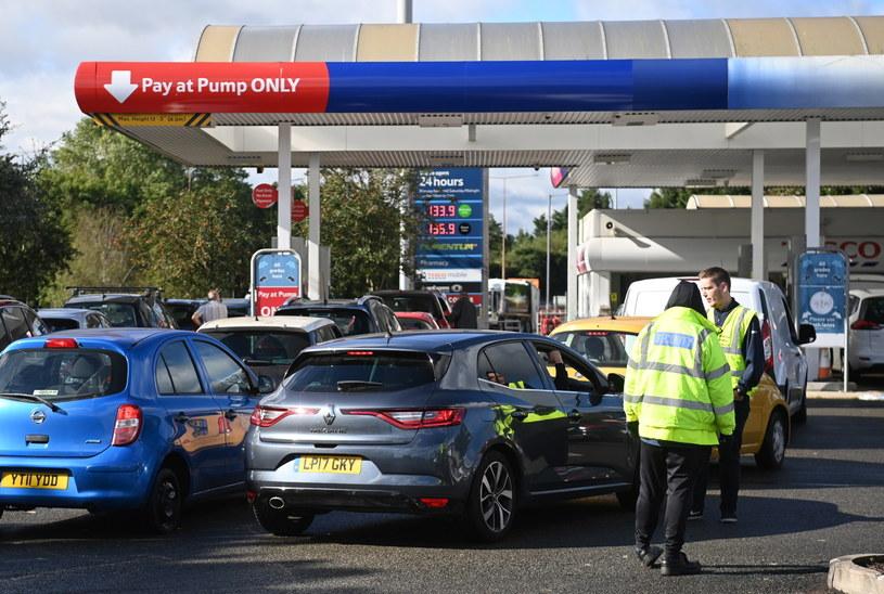 Wielka Brytania: Kryzys paliwowy, do stacji benzynowych tworzą się kolejki /NEIL HALL /PAP/EPA