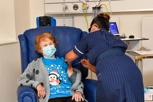 Wielka Brytania: Pierwsza osoba na świecie dostała szczepionkę Pfizer