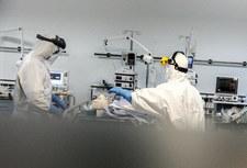 Wielka Brytania: Pierwsze przypadki zgonów z powodu indyjskiego wariantu koronawirusa