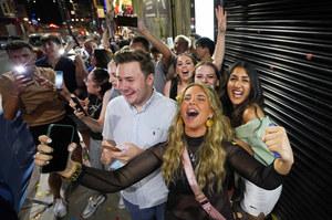 Wielka Brytania: Premier wprowadza obostrzenia dotyczące klubów nocnych