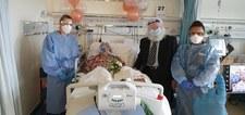Wielka Brytania: Ślub na szpitalnym oddziale covidowym