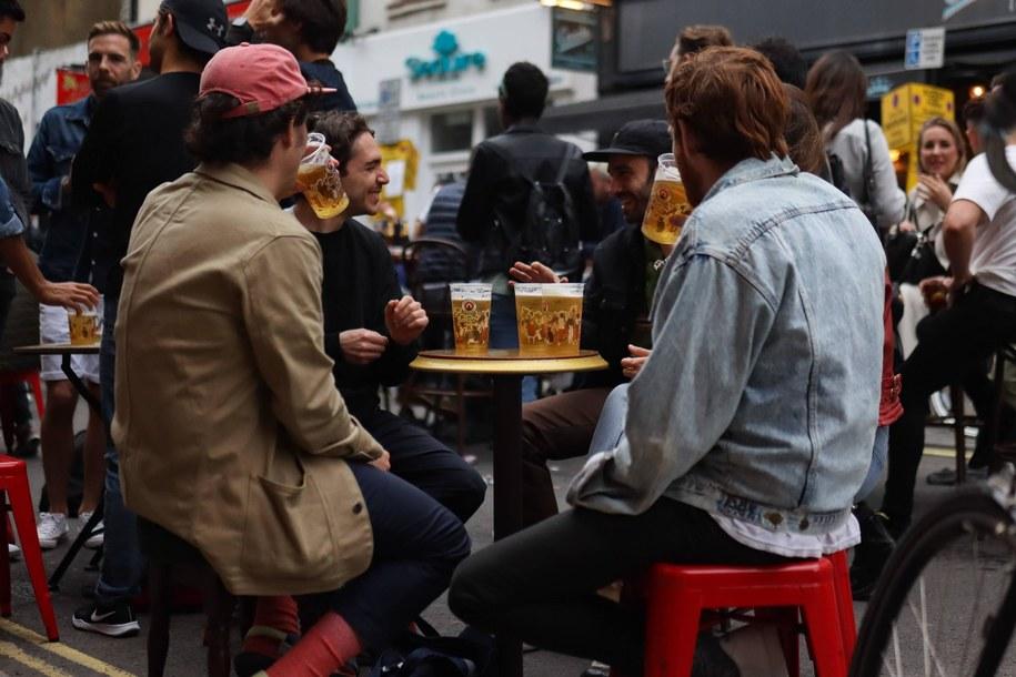 Wielka Brytania:  Trzy puby ponownie zamknięte po wykryciu przypadków koronawirusa / Cat Morley/B8213/Avalon/Retna /PAP/Photoshot