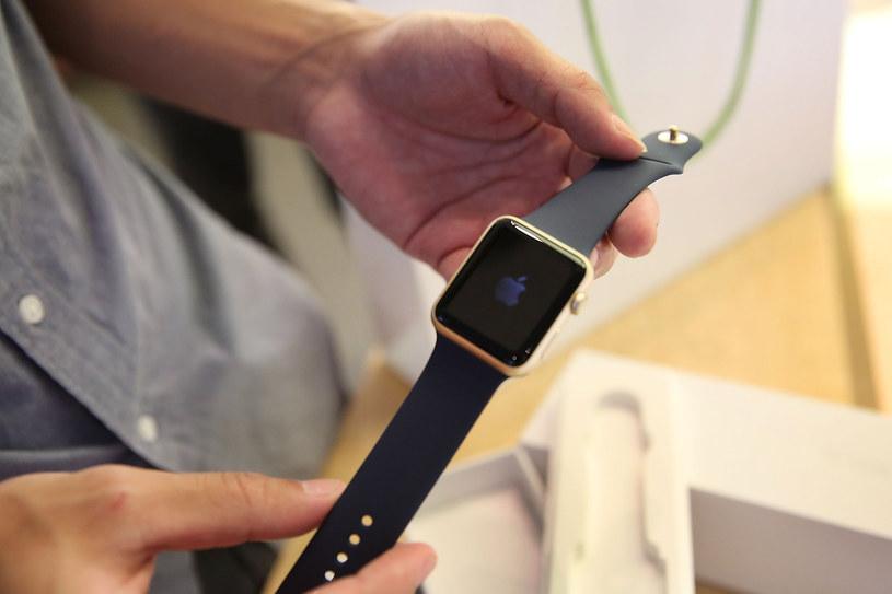 Wielka Brytania woli dmuchać na zimne - Apple Watch zakazany dla ministrów /AFP