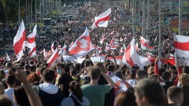 Wielka demonstracja w Mińsku. Zatrzymano ponad 400 osób